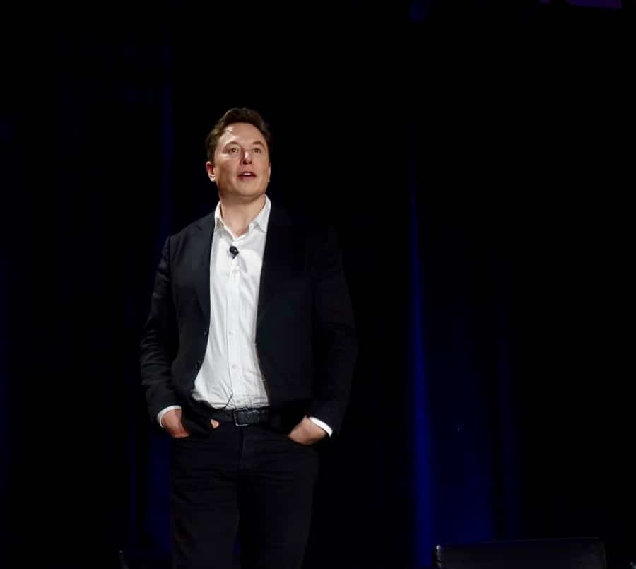 Tesla CEO Elon Musk has overtaken Warren Buffett to become the world's 7th richest man, according to the Bloomberg Billionaire Index.